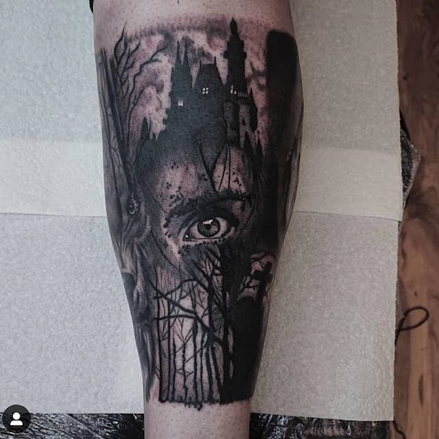 Big shin filler to tie together 2 other tattoos. Made by @bobbybrowntattoo #timeless #tattoo #glasgow #timelesstattooglasgow #horrortattoo #realismtattoo #realistictattoo